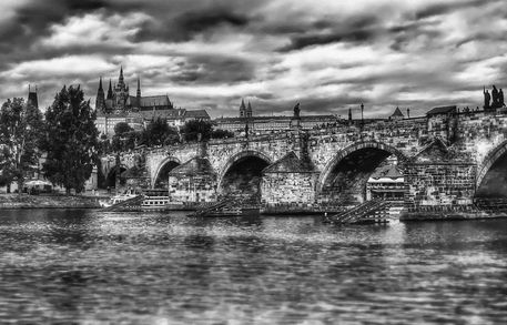 Charles-bridge-and-st-vitus-cathedral