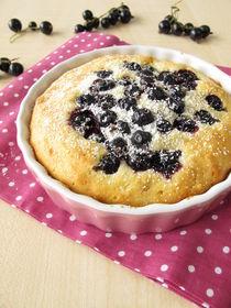 Kuchen mit schwarzen Johannisbeeren und Puderzucker von Heike Rau