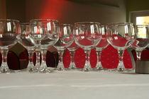 Glasses on a Table von atari-frosch