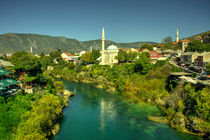 Mostar River and Mosque  von Rob Hawkins