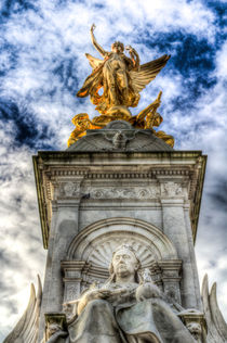 The Victoria Memorial London  by David Pyatt