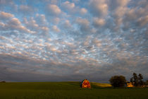 Clouds over red barn von Wolfgang Kaehler