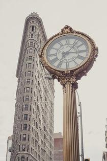 New York City Flatiron with clock von Franziska Molina