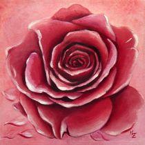 Aufblühende rote Rosenblüte handgemalt - Blumenmalerei von Marita Zacharias