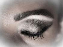 Eye makeup in shades of gray  by Gema Ibarra