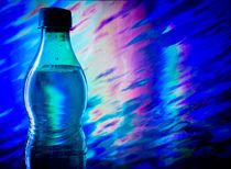 Img-4928-botella-agua-fondo-abstracto