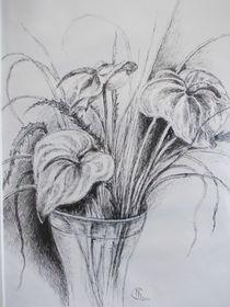 Vase mit Flamingoblüten by Dorothy Maurus