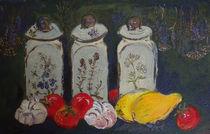 Keramikgefäße mit Kräutern und Gemüse von Heike Nedo
