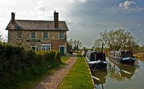 Barge Inn at Honeystreet by Rob Hawkins