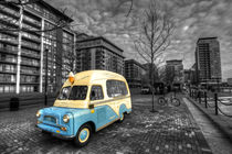 Docklands Ice Cream  by Rob Hawkins