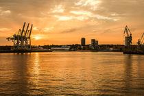 Sonnenuntergang über dem Hamburger Hafen von Moritz Wicklein