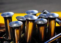 8 Zylinder, 8 Trichter by Juergen Neher