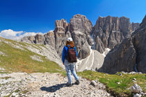Dolomiti - hiker in Sella mount von Antonio Scarpi