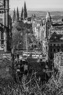 Princes Street mit Trams by Jürgen Creutzburg
