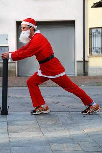 Father Christmas training von ANNA CAMORALI