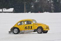 VW Käfer beim Eisrennen - Ice Race von Mark Gassner