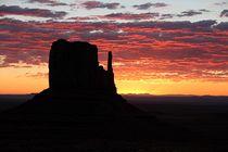 Sunrise im Monument Valley by Bruno Schmidiger