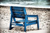 Holzstuhl am Strand von fraenks