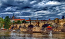 Charles Bridge and St. Vitus Cathedral von Tomas Gregor