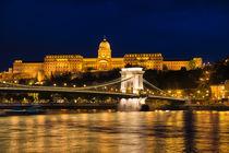 Budapest bei Nacht Kettenbrücke und Burgpalast by Matthias Hauser