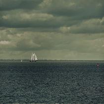 Schiff unter Segeln by Tanja Riedel