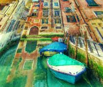 Little-canal-with-boats-in-venice-1