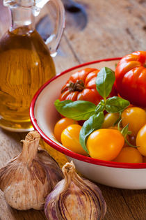 Biotomaten und Olivenöl - Organic tomatoes and olive oil by Thomas Klee
