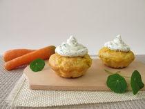 Karotten Cupcake mit Kräuter-Frischkäse by Heike Rau
