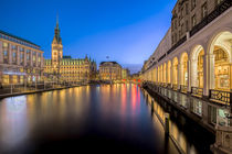 Rathaus | Hamburg by Sebastian Jaedtke