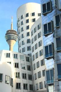 Gehrygebäude und Fernsehturm von Gisela Peter