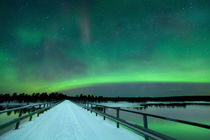 Aurora borealis over a bridge in winter, Finnish Lapland von Sara Winter