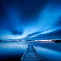 Jetty on a lake at dawn, near Amsterdam The Netherlands von Sara Winter