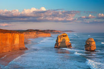 Twelve Apostles on the Great Ocean Road, Australia at sunset von Sara Winter