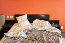 Messy Bed von Jim Corwin