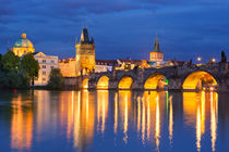 The Charles Bridge in Prague, Czech Republic at night von Sara Winter