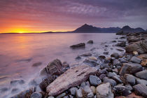 Spectacular sunset at the Elgol beach, Isle of Skye, Scotland von Sara Winter