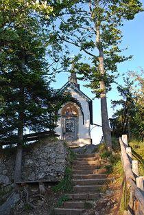 Kapelle am Riederstein im ersten Tageslicht... von loewenherz-artwork