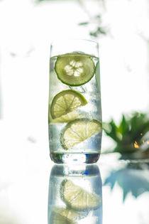 Leckerer Cocktail im Gegenlicht von fakk