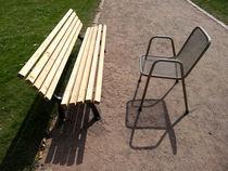 Bank und Stuhl im Zwiegespräch von Antje Püpke