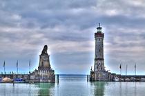 Die Hafeneinfahrt von Lindau am Bodensee von Gina Koch