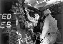 1011-astronaut-john-glenn-mercury-friendship-7-capsule-poster-print