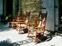 Fa-threewoodenrockingchairsonsunnyporch