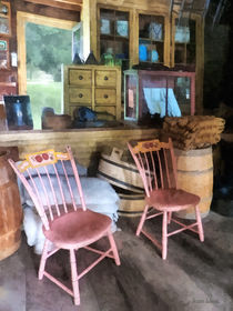 Americana - Two Pink Chairs in General Store von Susan Savad