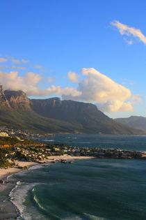 Am herrlichen Strand von Kapstadt mit Tafelberg im Hintergrund von Marita Zacharias