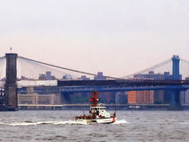 Coast Guard Cutter Near Brooklyn Bridge von Susan Savad