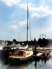 Fa-dockedcabincruiser
