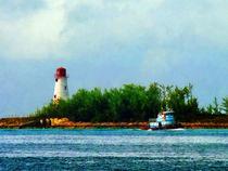 Fa-lighthouseandboatnassaubahamas