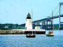 Fa-lighthousebridgeboatsnewportri