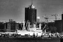Hamburg mit Cap San Diego  von Jens Prahl