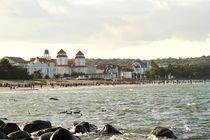 Am Strand von Binz; Blick auf das Kurhaus by Anja  Bagunk